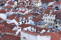 Ansicht über Dächer von Baixa lizenzfreie stockfotografie