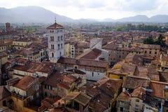 Ansicht über Dachspitzen von Lucca in Toskana Lizenzfreies Stockfoto