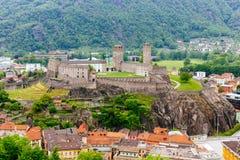 Ansicht über das Bellinzona-Schloss in Tessin-Bezirk gelegen in es stockfoto