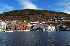 Ansicht über das Bryggen und Montierung Floyen in Bergen Stockfoto