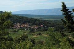 Ansicht über das Dorf Svirce, Insel Hvar Stockbilder