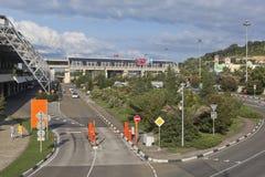 Ansicht über das Gebiet von Sochi-Flughafen, Krasnodar-Region, Russland Stockbild
