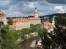 Ansicht über das große Schloss des magischen Cesky Krumlov lizenzfreie stockfotos