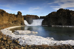 Ansicht über das Hjalparfoss Lizenzfreies Stockbild