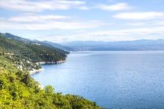 Ansicht über das Meer in Kroatien Stockbilder