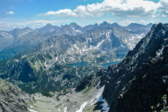 Ansicht über das Tal mit 5 Teichen in hohem Tatras Stockbild
