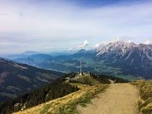 Ansicht über das Tal von der Spitze des Berges nannte die Region Österreich Hauser Kaibling Steiermark stockbild