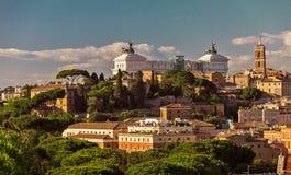 Ansicht über den Capitol Hill bei Sonnenuntergang im Sommer, Rom Lizenzfreies Stockfoto