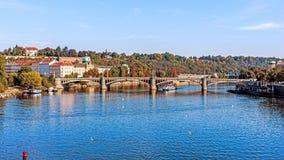 Ansicht über den die Moldau-Fluss Lizenzfreie Stockfotografie