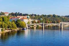 Ansicht über den die Moldau-Fluss Stockbilder