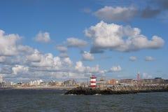 Ansicht über den Eingang des Hafens von Scheveningen lizenzfreies stockfoto