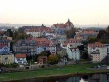 Ansicht über den Fluss Elbe in Meissen, das Franziskaneum lizenzfreie stockfotos