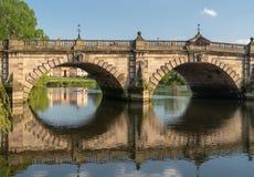Ansicht über den Fluss Severn der englischen Brücke in Shrewsbury Stockbilder