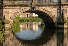 Ansicht über den Fluss Severn der englischen Brücke in Shrewsbury Lizenzfreie Stockbilder