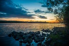 Ansicht über den Fluss und das Stadtbild Drepr Dnieper an Lizenzfreie Stockfotos