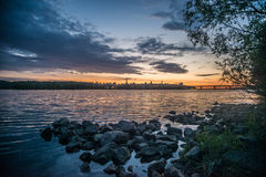 Ansicht über den Fluss und das Stadtbild Drepr Dnieper an Stockbilder