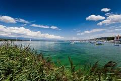 Ansicht über den Genf-See - Gummilack Leman - an einem sonnigen Tag Stockfotografie