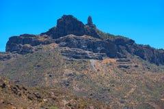 Ansicht über den Roque Nublo-Berg oder den bewölkten Felsen auf der Insel Gran Canaria Stockfoto
