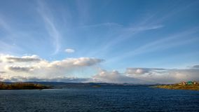 Ansicht über den See Lizenzfreie Stockbilder