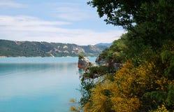 Ansicht über den See des Heiligen-Croix, Verdon, Provence Stockfotografie