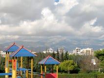 Ansicht über den Spielplatz stockbild
