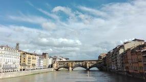 Ansicht über die alte Brücke in Florenz lizenzfreies stockbild