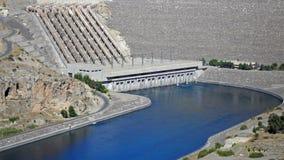 Ansicht über die Atatrk-Verdammung in Euphrates River in der Türkei lizenzfreie stockfotos