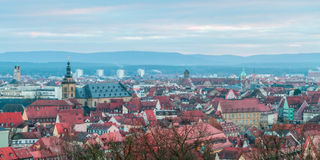 Ansicht über die berühmte Tourismusstelle von wenigem Venedig vom Michaelsberg in Bamberg Lizenzfreie Stockbilder