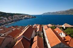 Ansicht über die Dächer von Korcula, Kroatien stockbilder