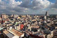 Ansicht über die Dachspitzen in Havana, Kuba lizenzfreies stockbild