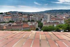 Ansicht über die Dachspitzen und die alten Häuser in Budapest, Ungarn Lizenzfreies Stockbild
