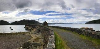 Ansicht über die Fern- Küste in Nord-Schottland stockbild