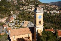 Ansicht über die gelbe Kirche des Eze Gartens, Frankreich Stockfotos