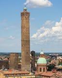 Ansicht über die historische Mitte von Bologna, Italien lizenzfreie stockfotos
