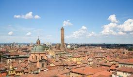 Ansicht über die historische Mitte von Bologna, Italien lizenzfreies stockbild