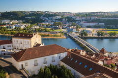 Ansicht über die historische Mitte von Coimbra, Portugal lizenzfreie stockfotografie