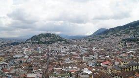 Ansicht über die historische Mitte von Quito, Ecuador stockfotos