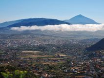 Ansicht über die Hochebene im Norden von der Kanarischen Insel von Teneriffa zum Flughafen Norden lizenzfreie stockfotografie