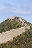 Ansicht über die majestätische Chinesische Mauer bei Sonnenuntergang bei Jinshanling, 120 Kilometer Nordost von Peking Lizenzfreie Stockfotos