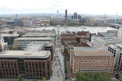 Ansicht über die Themse, Jahrtausend-Brücke, Tate Mlodern vom Heiligen Paul Cathedral Lizenzfreie Stockfotos