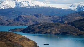 Ansicht über ein Boot von Mirador Pehoe in Torres Del Paine, Patagonia, Chile stockbild