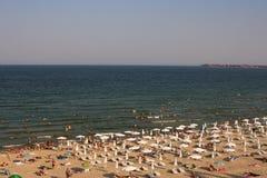 Ansicht über ein sonniges Strandurlaubsort beim Schwarzen Meer Lizenzfreies Stockfoto