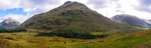 Ansicht über einen der Berge in Glen Etive in den Hochländern von Schottland lizenzfreie stockfotos