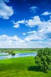 Ansicht über Flutfeld im Frühjahr Stockfotos