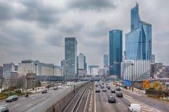 Ansicht über Geschäftsgebiet La-Verteidigung, Paris Lizenzfreies Stockfoto