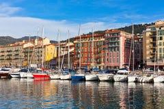 Ansicht über Hafen von Nizza und Luxusyachten, Frankreich Stockfotografie