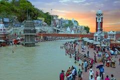 Ansicht über Hardwar in dem Fluss der Ganges in Indien auf 24. vom April 2017 Stockbilder