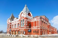 Ansicht über historisches Gebäude des Dramatheaters am sonnigen Wintertag Lizenzfreie Stockbilder