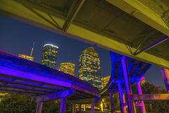 Ansicht über im Stadtzentrum gelegenes Houston bis zum Nacht Lizenzfreies Stockfoto