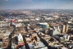 Ansicht über im Stadtzentrum gelegenes Johannesburg in Südafrika Lizenzfreie Stockbilder